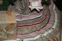 Shelli - tree skirt
