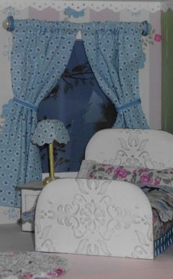 5 dollhouse - bedroom bed lamp curtains