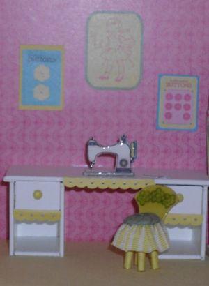 6 dollhouse - sewing machine